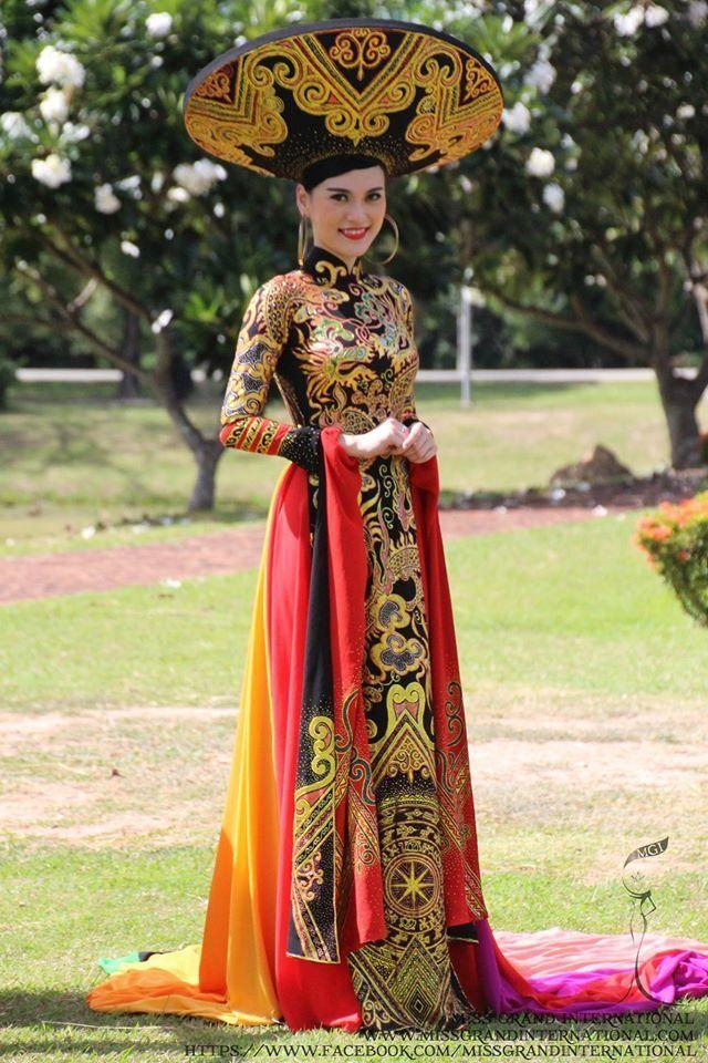 ミスグランド2014ベトナムの民族衣装