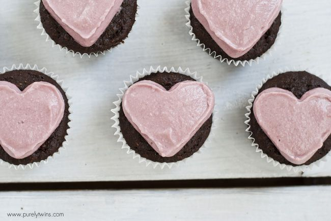 grain-free chocolate cupcakes with cashew banana frosting
