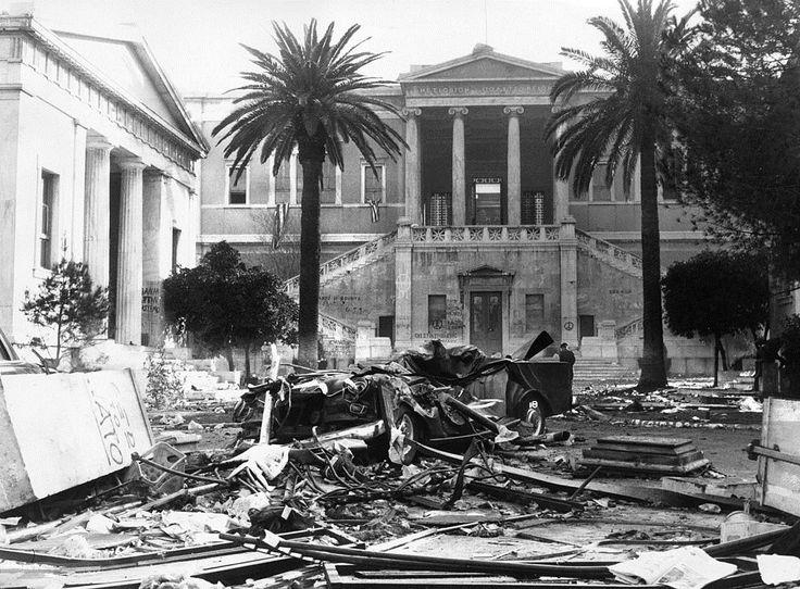Αθήνα, 18 Νοεμβρίου 1973, εικόνα του Πολυτεχνείου μια μέρα μετά την εξέγερση