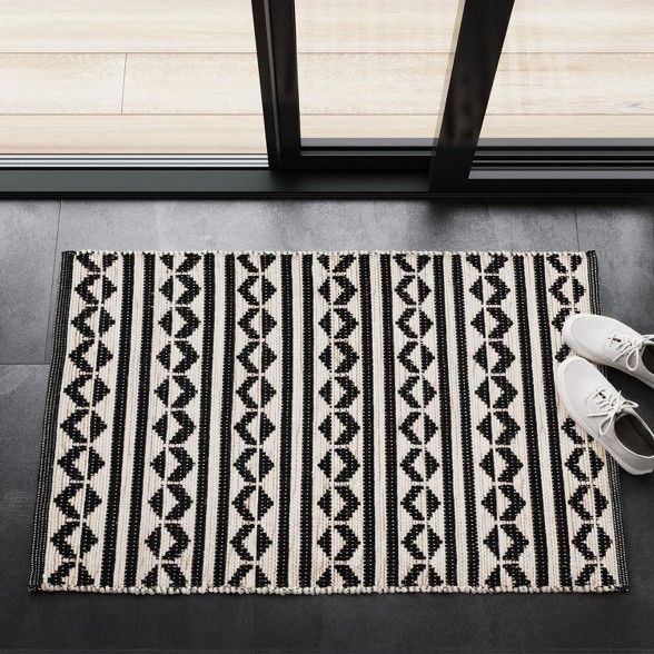 Black Geometric Woven Accent Rugs 2 6 X4 30 X48 Project 62