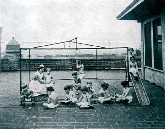 Waverly Hills Sanatorium: Rooftop playground for children with tuberculosis to get some fresh air