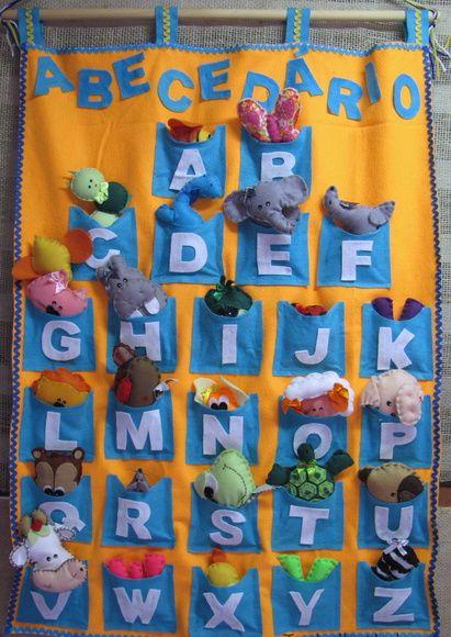Painel+medindo+80+x+60+cm.++Confeccionado+em+feltro+de+cores+vibrantes,com+26+bolsos+com+letras+de+A+a+Z,+contendo+26+bichinhos+confeccionados+em+feltro+que+correspondem+a+cada+letra+-+(exceto+as+