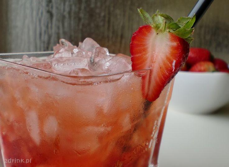 Prosty i pyszny drink na bazie wódki ze świeżymi truskawkami – zapraszam na Shanghai Flower.