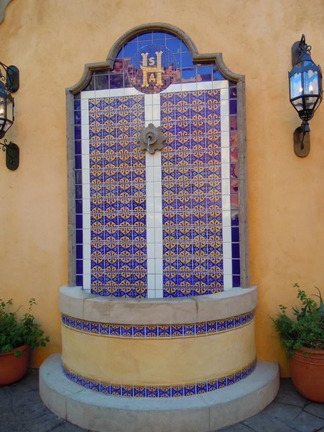 Porcelain talavera tile fountain in epcot disneyworld for Mexican style outdoor fountains