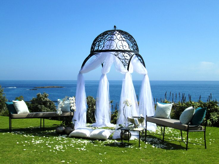 Planning a wedding in the Mother City? Gardens or beachfront scenes and breathtaking views. The 12 Apostles Hotel combines these experiences for an unforgettable day. Check our website for the Top 10 www.capetownmagazine.com #capetownmag #follow #weddingvenues
