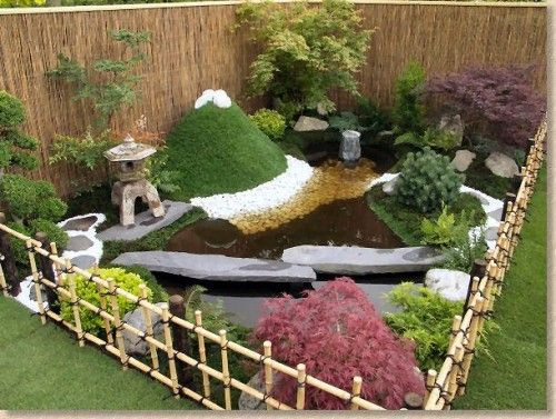 modern japanese gardens with bamboo fence