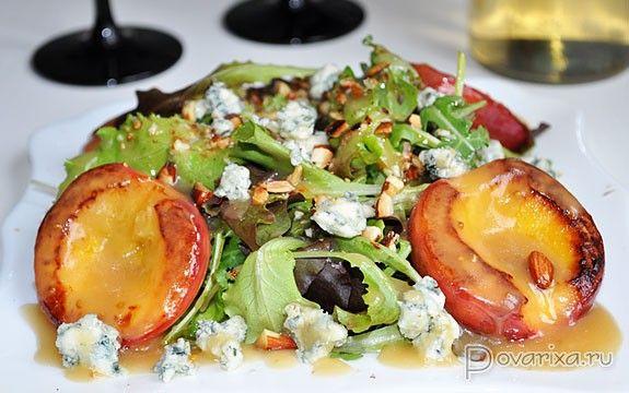 Зеленый салат с нектаринами – рецепт с фото