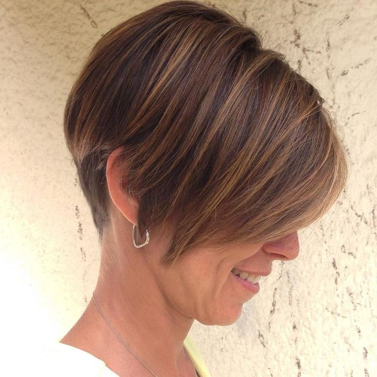 short razor cut with caramel highlights knowyourkris.com