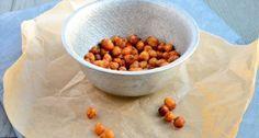 Ik heb de geroosterde kikkererwten op smaak gebracht met wat knoflook en paprikapoeder.