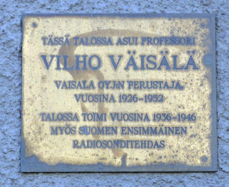 Professori Vilho Väisälän (1889 – 1969) muistolaatta - Mannerheimintie 66, Töölö