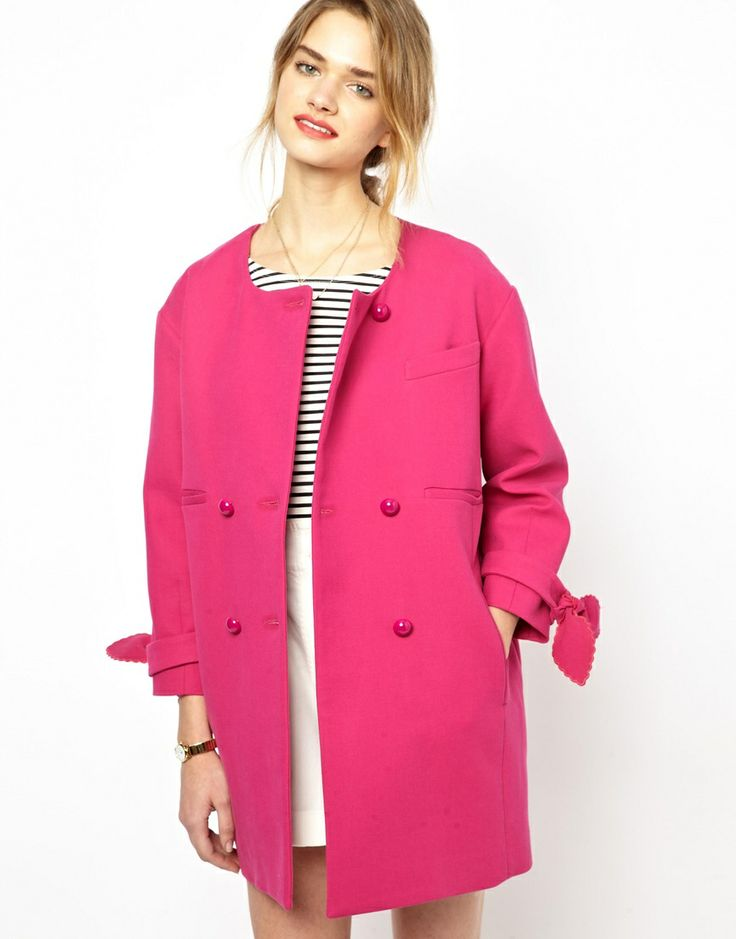 Like the cocoon trend so much that you are willing to invest? It's timeless, it's punch, it's made of 100% pure cotton, please meet the Mademoiselle Tara Bow Sleeve Coat. Pair with navy and fabulous hair.