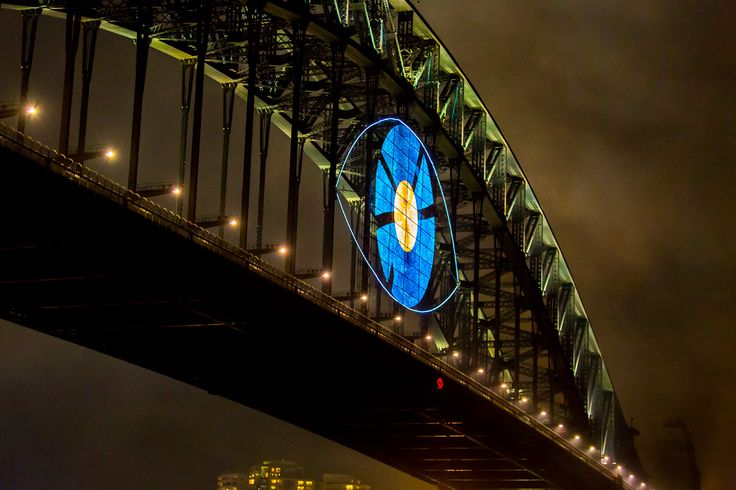 Last years bridge effect was an eye representing last year's theme 'Shine'. For the people who live in Sydney, no matter how hard you look this year. You won't see this year's bridge effect