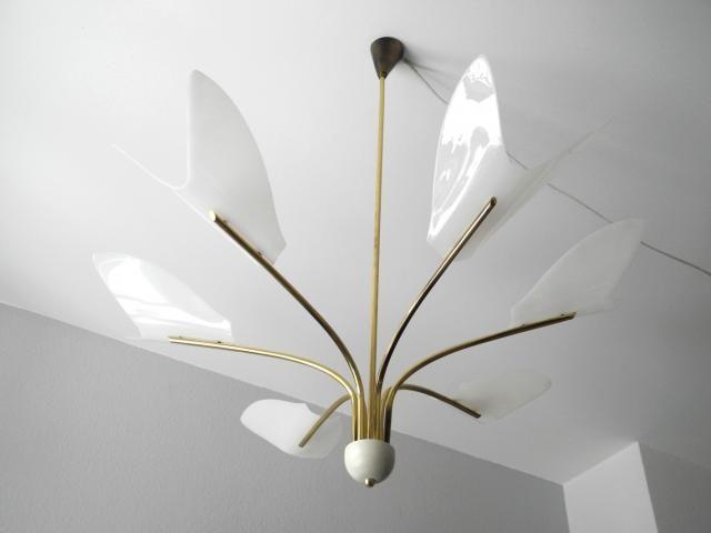 1000 id es sur le th me lustre moderne sur pinterest luminaires modernes lustre en forme orbe. Black Bedroom Furniture Sets. Home Design Ideas