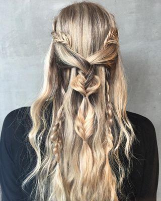 Claro que si tienes habilidades para hacer trenzas, puedes hacer algo un poco más complejo como este adorable look. | 15 Trenzas inspiradas en Khaleesi de Game of Thrones que querrás ahora mismo