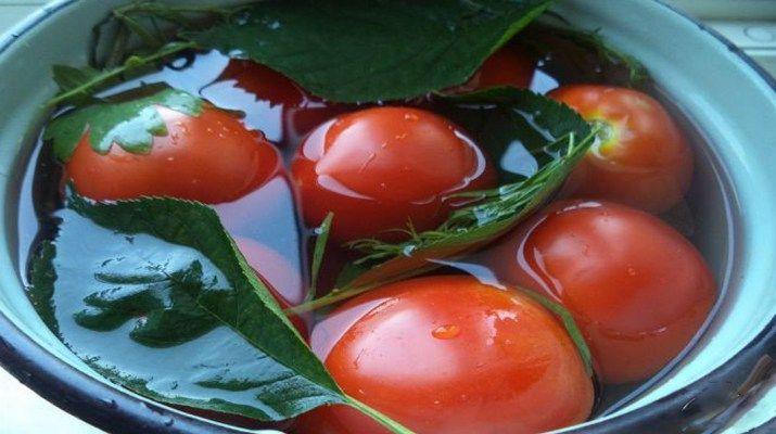 kvashennie_pomidori_v_kastrule