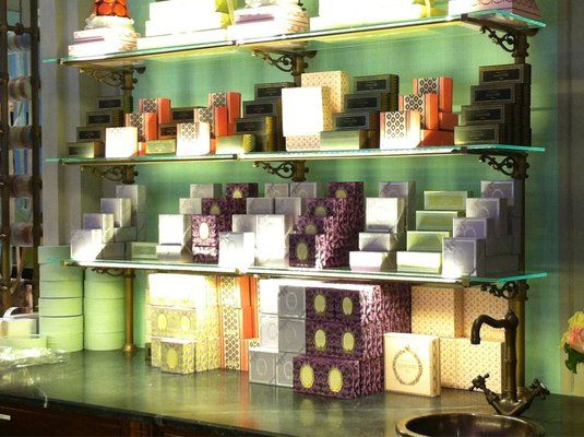 Laduree: Kitchens Style, Laduree Paris, Laduré Theme, Yummy Ladure, Patisserie Kitchens, Ladurée Theme, Ladur Paris