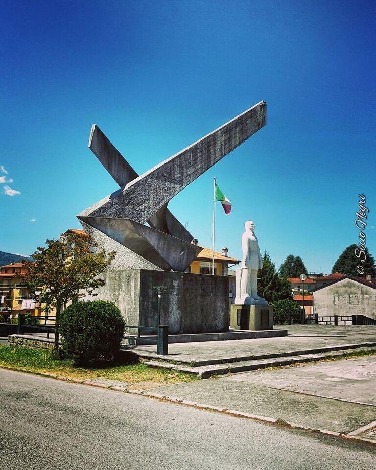 Monumento a Flavio Baracchini aviatore. Villafranca Lunigiana
