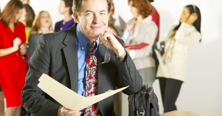 Estructura de una carta para solicitud de empleo. Presentarse para un puesto de trabajo puede significar competir con muchas otras personas, en especial si la economía no está en un buen momento. Una manera de diferenciarte de otros candidatos capacitados es escribiendo una carta y adjuntándola a tu currículum. Este tipo de cartas, también conocidas como cartas de presentación, sirven para ...