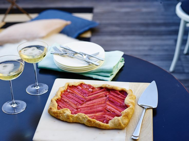How to Host a Parisian Picnic – Crate and Barrel Blog