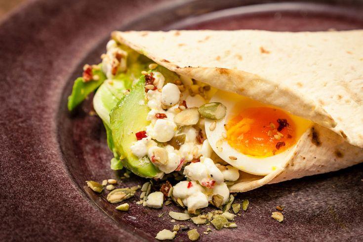 Avokado-wrap med ägg och keso