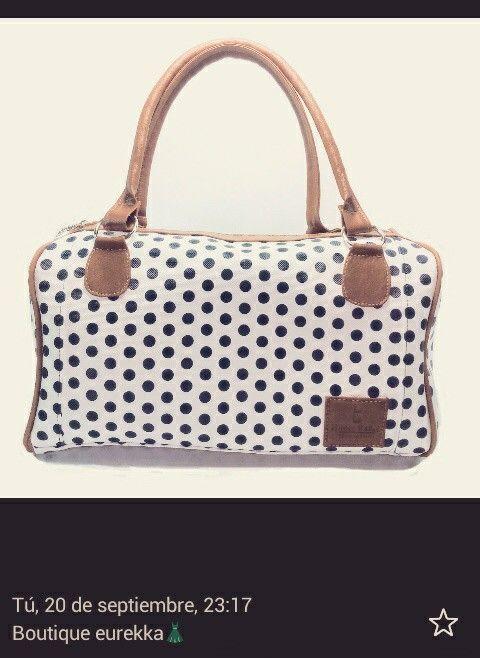 Hermoso bolso  baúl ,de bolas con fondo blanco,material cuero y cuero sintético,herrajes fuertes y costuras bien elaborados nuestro diseños 100% talento colombiano ,diseño de hilder bañol
