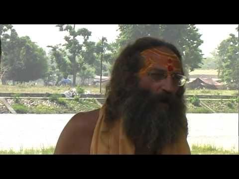 Baba Rampuri - Naga Baba Tradition - what a yogi does...