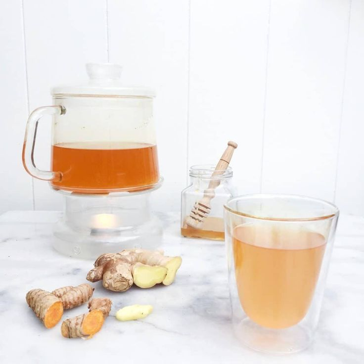 Elke dag een gezond kop kurkuma thee met gember & zwarte peper. Gebruik het liefst verse kurkuma. Deze kun je kopen bij een toko of biologische winkel. Via madebyellen.com