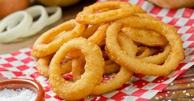 Recette de Onion rings (beignets d'oignons) au four. Facile et rapide à réaliser, goûteuse et diététique. Ingrédients, préparation et recettes associées.