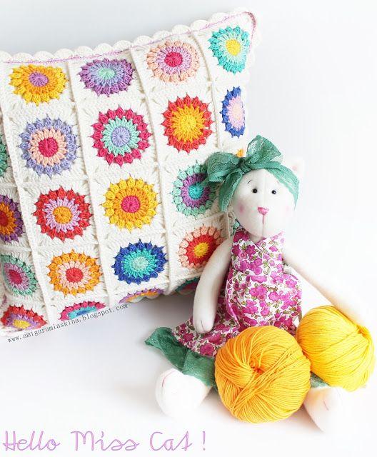 Tığ işi Rengarenk Motifli Kırlent--Colorful Crochet Pillow