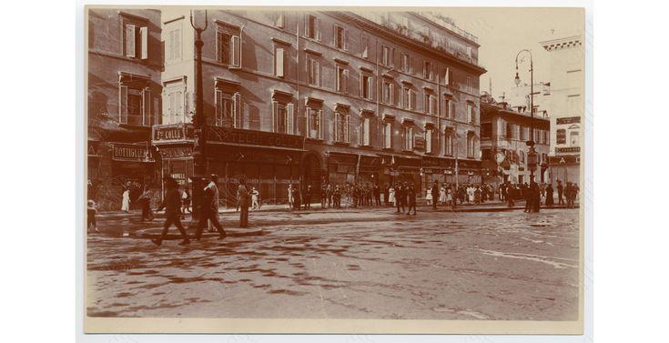 Ancora Corso Vittorio con gli edifici che coprivano l'area sacra di Torre Argentina