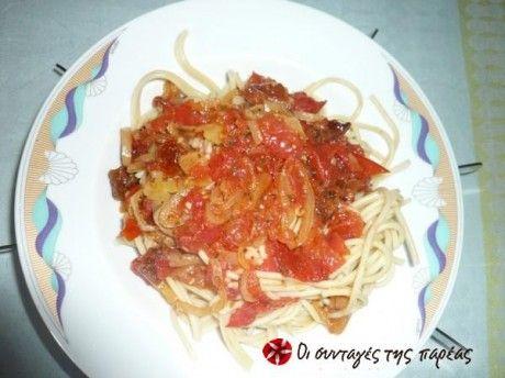 Μακαρόνια με σάλτσα πιπεριών
