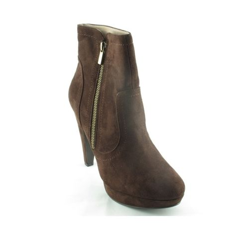 Paula Soler – exkluzivní móda pro sebevědomé ženy. Právě pro ně jsou určeny nádherné boty dokonale propracované do nejmenších detailů. Atraktivní, kvalitní a jedinečné!