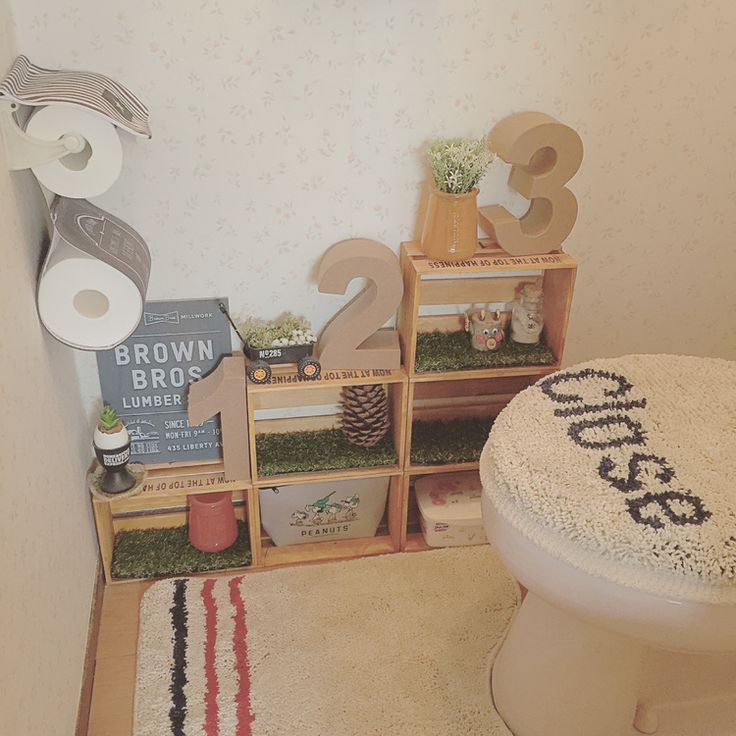 我が家のお気に入りのトイレ セリアさんのリアル人工芝マットをカットしてボックスにいれてみました 春らしくなりましたよ(*´艸`*)