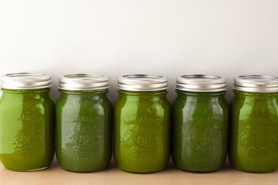 A perfect balance of sweet and savoury: apple, pear, spinach, kale, celery and cucumber all in one sweet green juice.