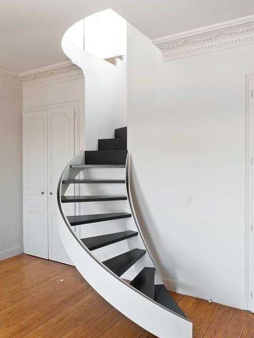 Idées déco pour un petit escalier courbe et à claire voie contemporain avec des marches