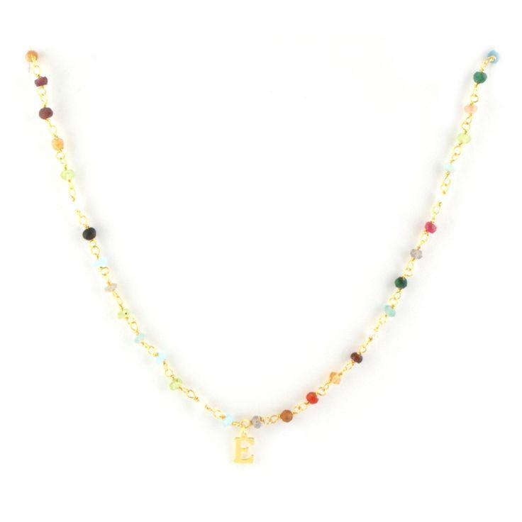 Gargantilla realizada con cadena rosario de piedras naturales y letra de plata chapada en oro. Si no no encuentras la combinación de letra/ color puedes consultarnos y te confirmaremos la disponibilidad. Largo aproximado 40cm