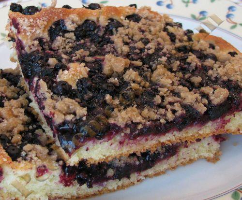 Открытый дрожжевой пирог с черникой и штрейзелем   Pechemdoma.com