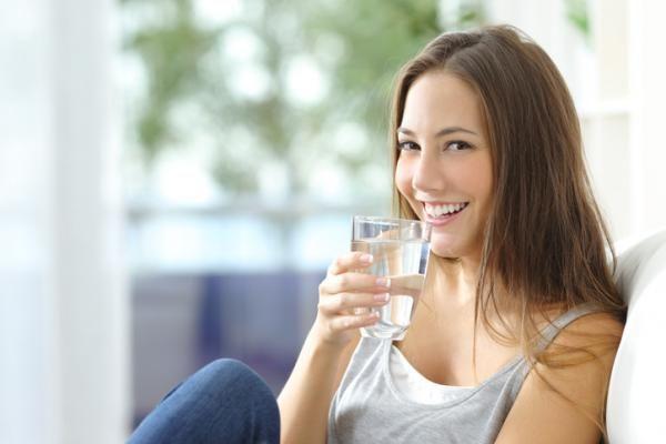 Cómo hacer agua alcalina en casa. ¿Aún no conoces todos los beneficios de beber agua alcalina para la salud? Consumir agua con un pH que esté por encima del 7,3 es algo extremadamente beneficioso para el organismo, pues este tipo de a...