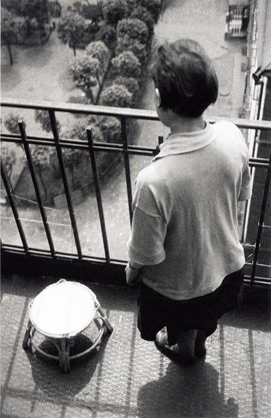 Александр Родченко. Варвара Степанова на балконе