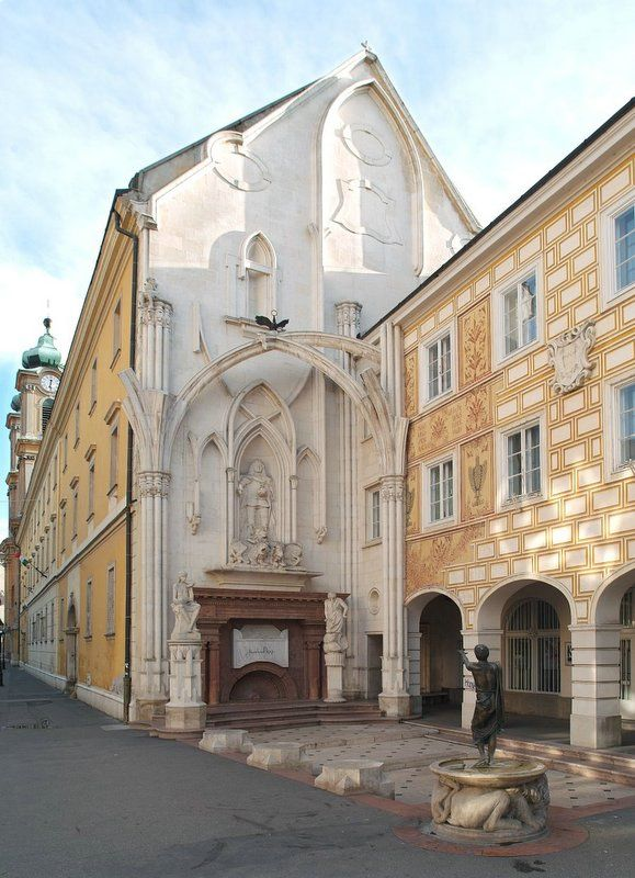 King Mathias Statue - Székesfehérvár