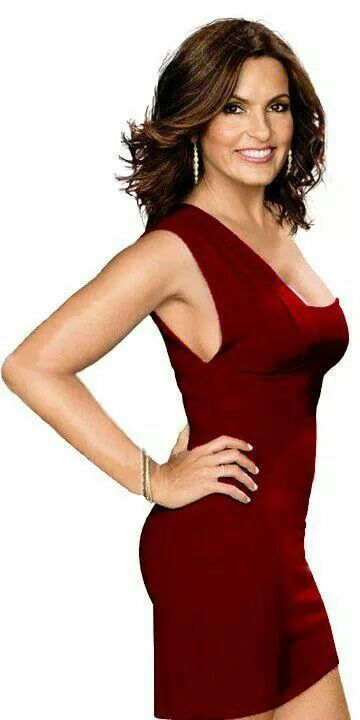 Mariska Hargitay in her red dress.  I give her full credit, but you must admit:  It doesn't hurt to have Jayne Mansfield for your mother.  Both Beauties!