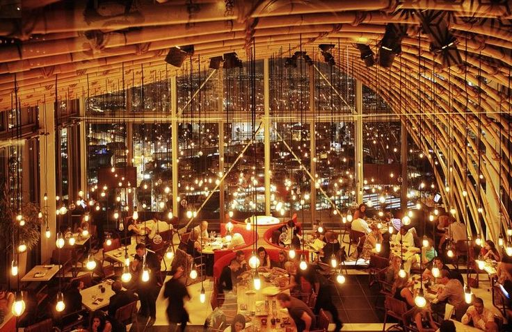 In one of the highest buildings in London with mesmerising 360-degree views of the City, you can find the fine dining restaurant, SUSHISAMBA ➤ Discover more luxury lifestyle news at www.covetedition.com @covetedition #covetedmagazine @covetedmagazine #luxurylifestyle #sushisamba #restaurants @sushisamba