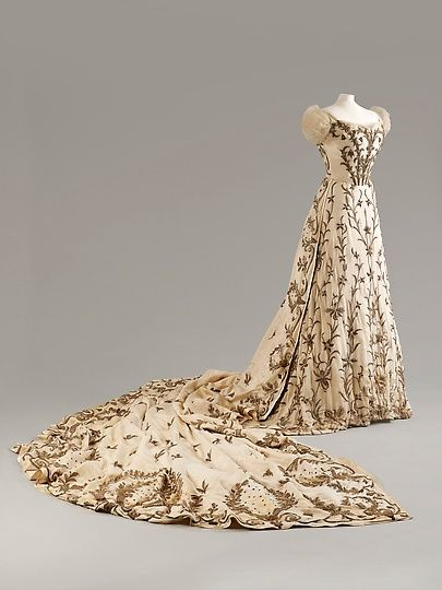 Charles Frederick Worth Evening Dress 1900-1903 with Indian embroidery made of silk with silver and gold thread and bullion work, House of Worth. Fashion Museum, Bath.