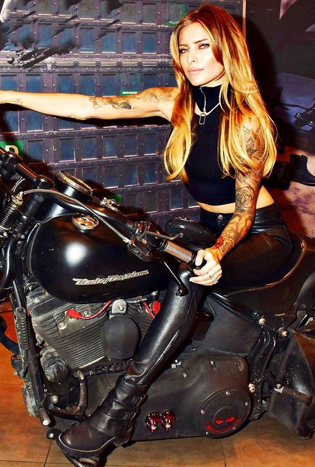 Https Www Facebook Com Fueldollsclothing Photos A 493272970852115 1073741827 458988440947235 875536045959137 Cafe Racer Madchen Bikerbraut Motorrad Madchen