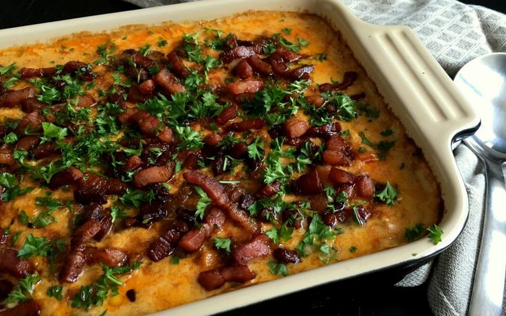 Koteletter i fad med pikantost og bacon…