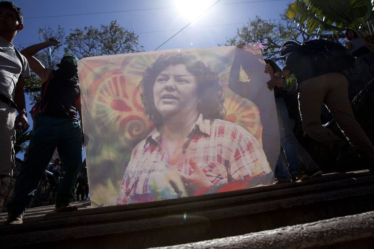 Who Ordered Killing of Honduran Activist? Evidence of Broad Plot Is Found Leer en español  A team of lawyers investigating the killing of Berta Cáceres, an environmentalist, say state agents and senior executives of an energy company were involved.