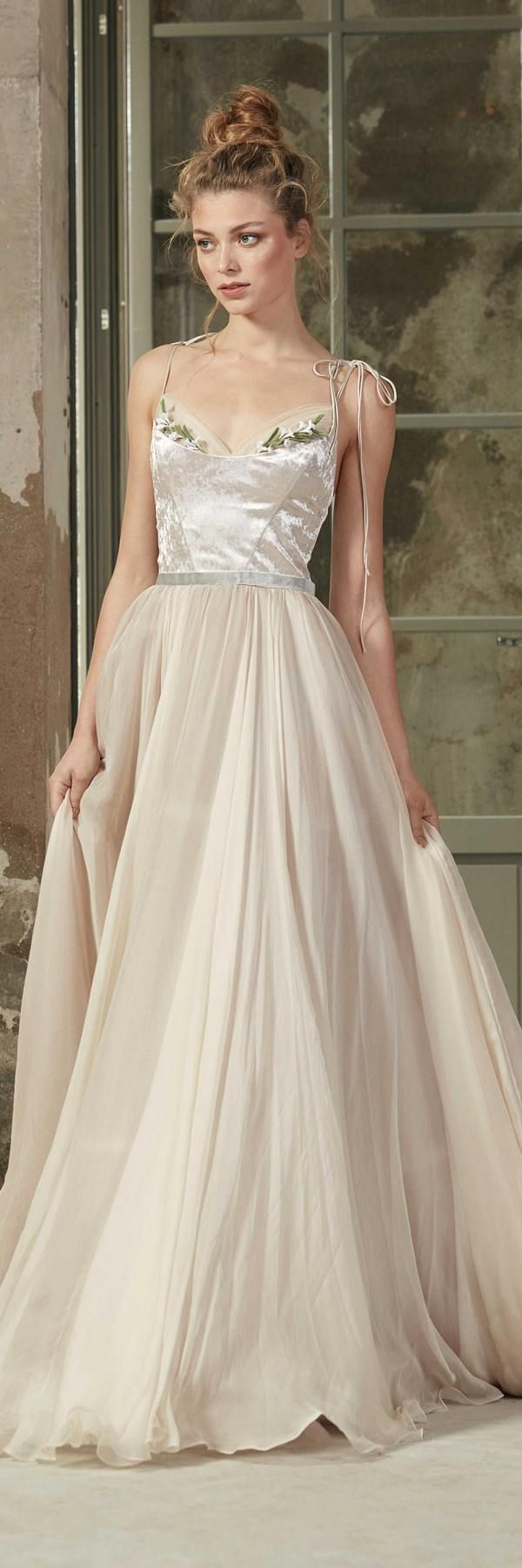 Rara Avis 2018 Wedding Dresses DEIA / http://www.deerpearlflowers.com/rara-avis-2018-wedding-dresses/