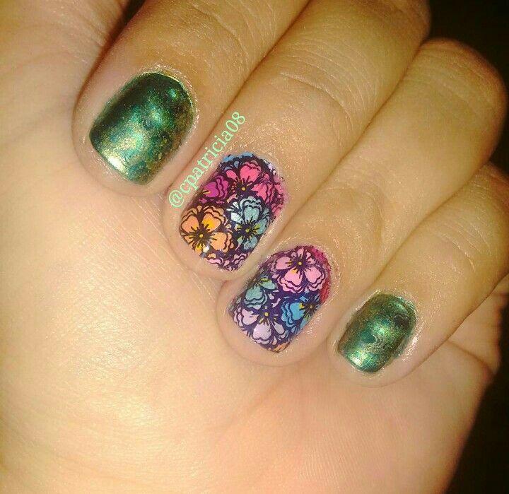 Flores...y mallas... #nailart #uñaslindas #decoracion #decoracióndeuñas #ibaguetolima #ibague #bornprettynewjewelry #bornpretty