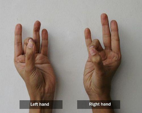 Pushan Mudra - Mudra für die Verdauung und zur Linderung von Übelkeit / Seekrankheit Rechte Hand : Steigen Sie die Spitzen von Zeige- und Mittelfinger mit dem Daumen . Linke Hand : Verbinden Sie die Spitzen von Mittel- und Ringfinger mit dem Daumen ( Apana Mudra) Die Mudra kann für 5 Minuten als Heilmittel durchgeführt  werden , oder wenn Sie Völlegefühl im Magen erleben .