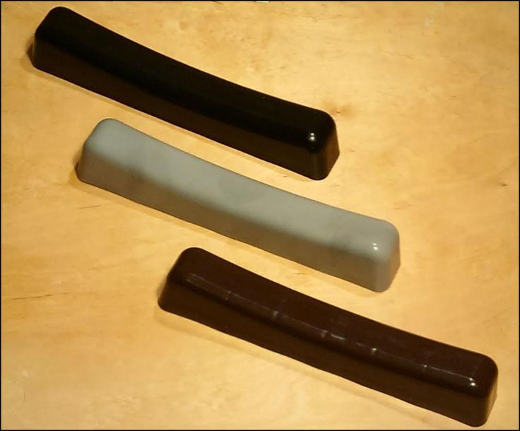 Jesteśmy także producentem szczebli typu fala do ławek cmentarnych. Produkowane przez nas szczebelki są wykonane z wysokiej jakości tworzywa, dzięki czemu możemy zaoferować Państwu najwyższej klasy produkty dostępne na rynku. Szczebelki są dostępne w trzech kolorach - czarnym, szarym oraz brązowym. Wymiary to 250 x 40 mm....